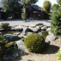 武家屋敷売店 池と石橋