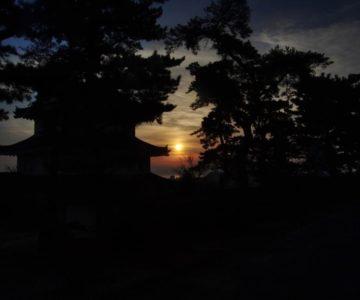 島原城 西望記念館越しの朝焼け