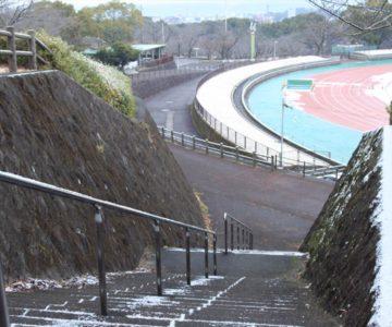 階段の上から島原陸上競技場