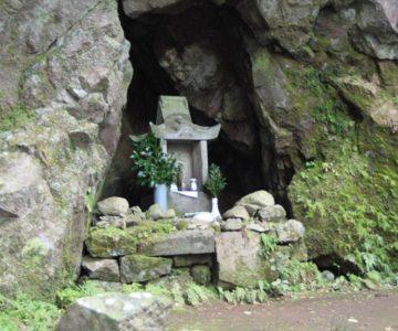 岩戸神社 洞穴石祠