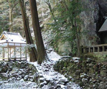 岩戸神社 神楽殿と拝殿