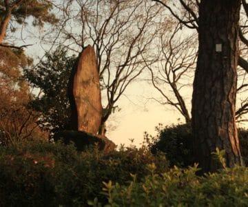 霊丘公園 記念碑