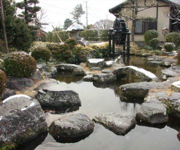 武家屋敷 水車のある池