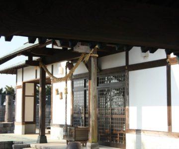 八幡神社 手水舎から拝殿