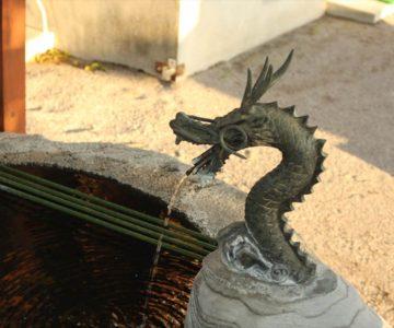 八幡神社 手水の龍