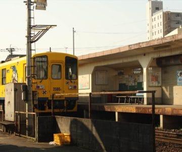 島鉄 本社前駅 電車