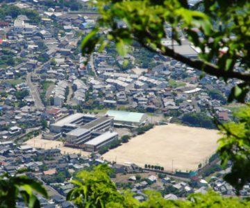 眉山から見る島原第二中学校