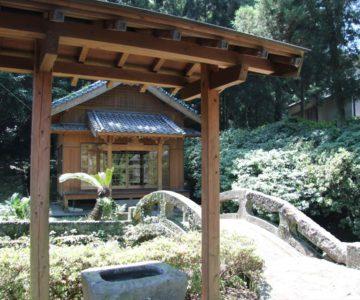 江里神社 手水舎と石橋、社殿