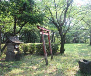 霊丘公園 稲荷神社