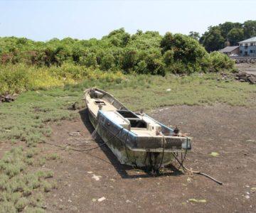 長浜海岸 廃船