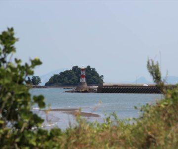 長浜海岸より海浜公園の灯台