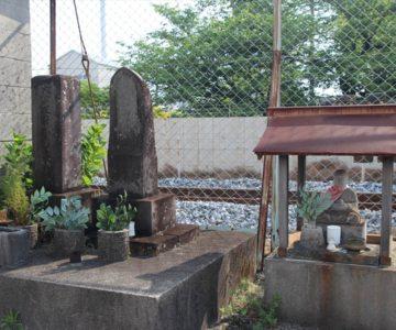 石碑と石造
