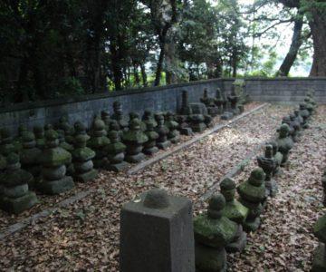 温泉神社 金剛院跡石塔群