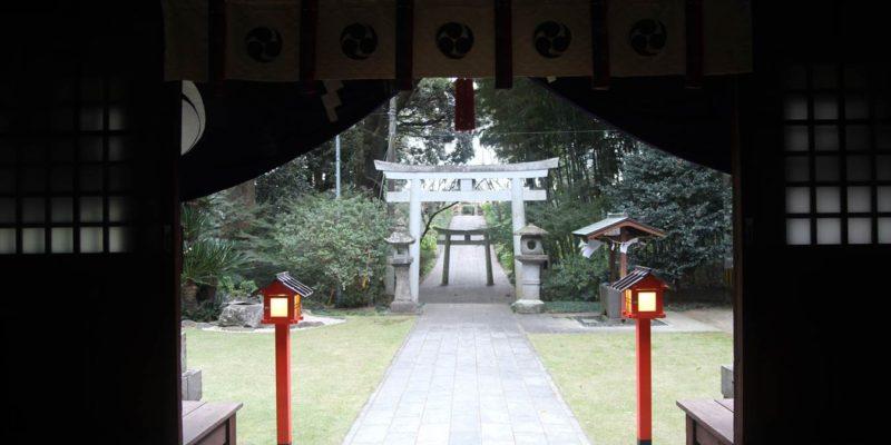 八幡神社 拝殿内より
