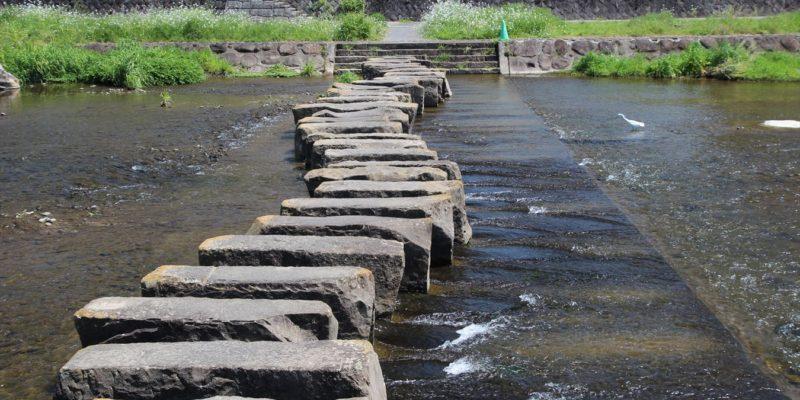 本明川の飛び石