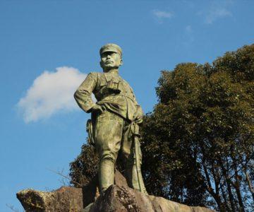 橘周太銅像