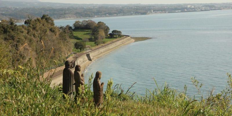 原城 海を見つめる三体の石像