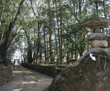 吾妻温泉神社 二王石(磐座)
